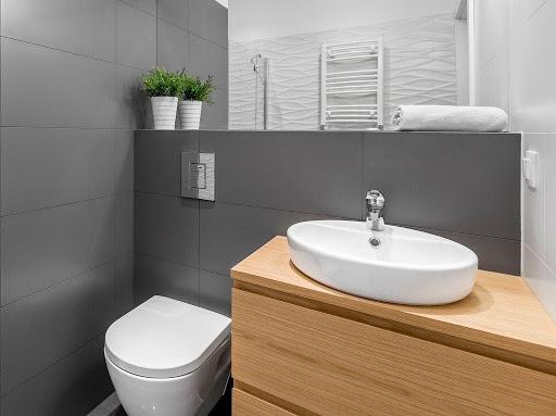 limpieza de banos - Limpieza a fondo y desinfección de pisos